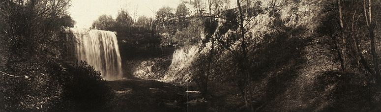 Minnehaha Falls in about 1906... click to see Minneapolis photos at the Library of Congress