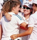 Martina Hingis congratulates Patty Schnyder after a singles win