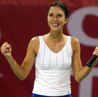 click for Yahoo France Myskina news photos