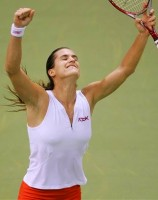 click for Mauresmo photo search